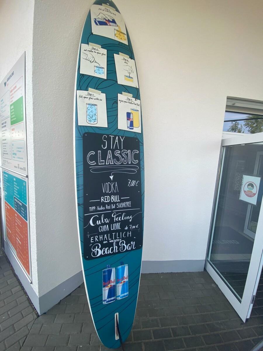Werbetechnik Surfboard mit Kreidetafel foliert