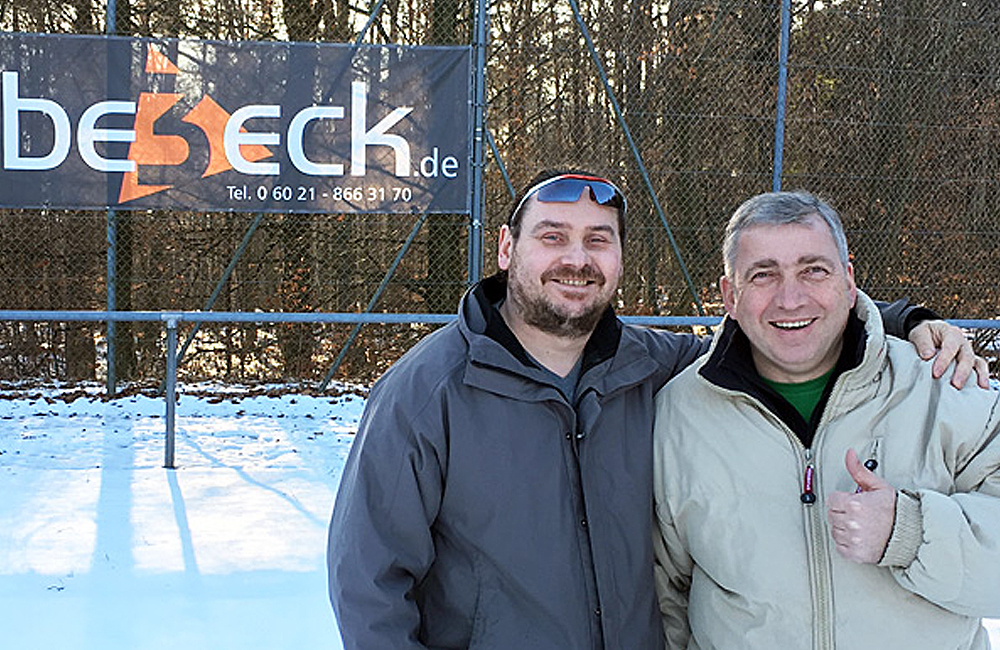 Gerald Wolf und Vorsitzender der Kickers Gailbach Erich Klein